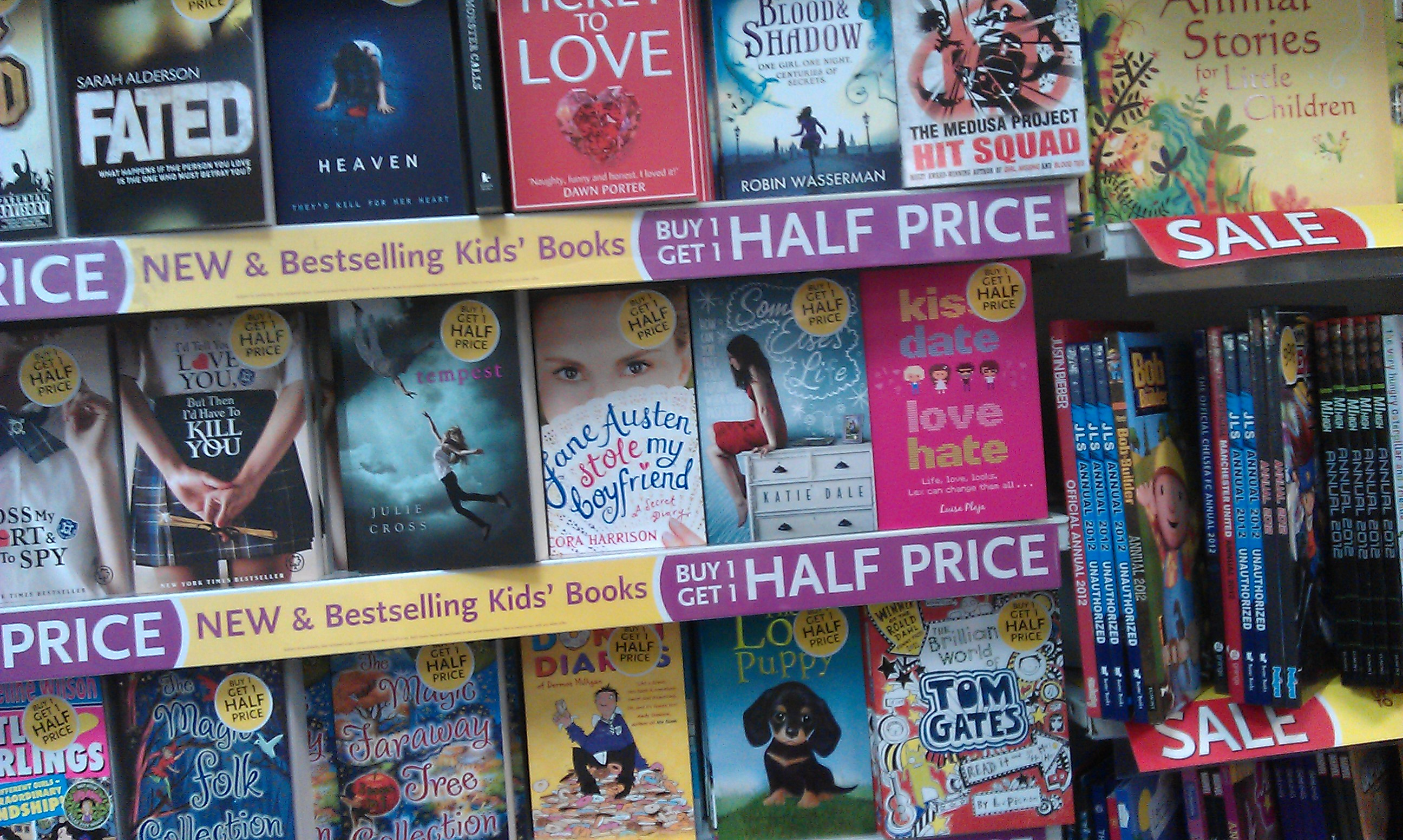 Kiss Date Love Hate in WHSmith